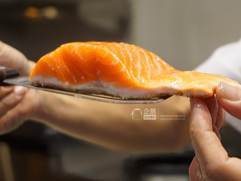 香煎鳟鱼芒果柚子沙拉食谱